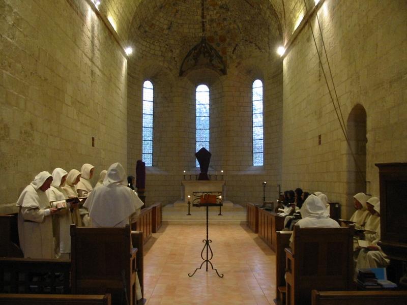 Officium v chóru kostela